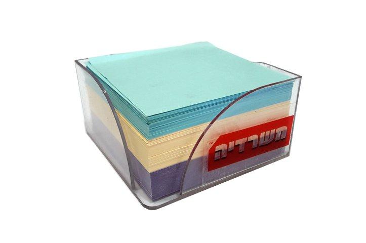 מתקן עם קוביית ממו מנייר צבעוני מעורב גובה 5 ס``מ